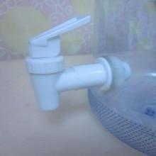 Пластиковый диспенсер для бутылок с водой, запасная бутылка для воды с клапаном, дозатор крана, простое устройство, белый, практичный