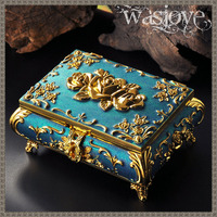 Beautiful Wedding Gifts Vintage Jewelry Box Metal Zinc alloy Carved Flower Rose Trinket Case for Ring Necklace Storage Women