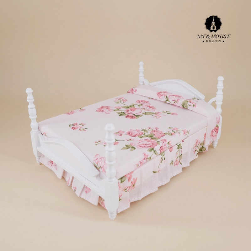 1/12 Scale New Dolls House Wooden Bed Miniature Handmade Pink Bed Pretend Mini Furniture Doll Furniture toy for children