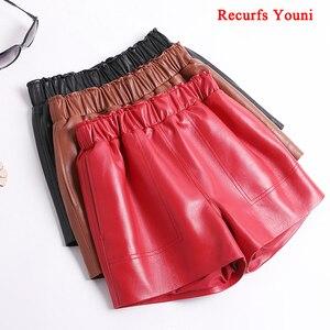 Image 2 - Calções de couro genuíno para mulheres coreano moda 2020 cintura elástica espólio mini sexy curto feminino vermelho/camelo/preto calzones mujer