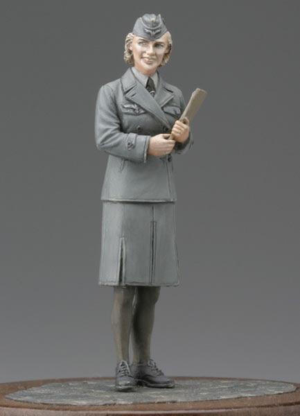 1:35 World War II German clerical women soldiers 1