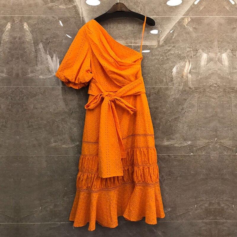 夏デザイナーの女性のエレガントなドレスハイウエストフリルオフワンショルダーアウト中空サッシドレスビーチパーティードレス Vestidos  グループ上の レディース衣服 からの ドレス の中 2
