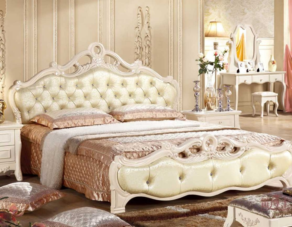 Lizz Bedroom Royal Woodcarving King Size Button Tufted Leather Bed