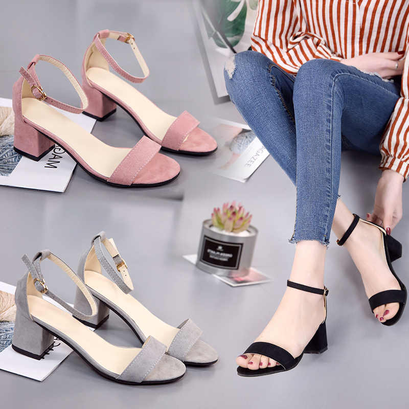 Sandales femme avec 2019 été nouveau mot avec épais avec daim noir sauvage bout ouvert avec des chaussures pour femmes