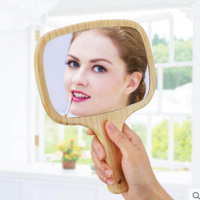 1 UNID princesa mango de madera de mano espejo Portátil belleza espejo de maquillaje puede estar colgando de mano celebrada espejo de vanidad 17E15D50