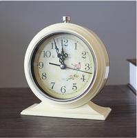 Modern New Design Metal Mute Needle Table Alarm Mini Clock European Style Vintage Home Decoration Creative