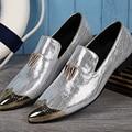 Christia Bella Nueva Moda Dedo Del Pie Acentuado de Los Hombres de Los Holgazanes de Plata Tallada Fumar Partido Vestido de Los Hombres Zapatos de Cuero Genuino Zapatillas Pisos