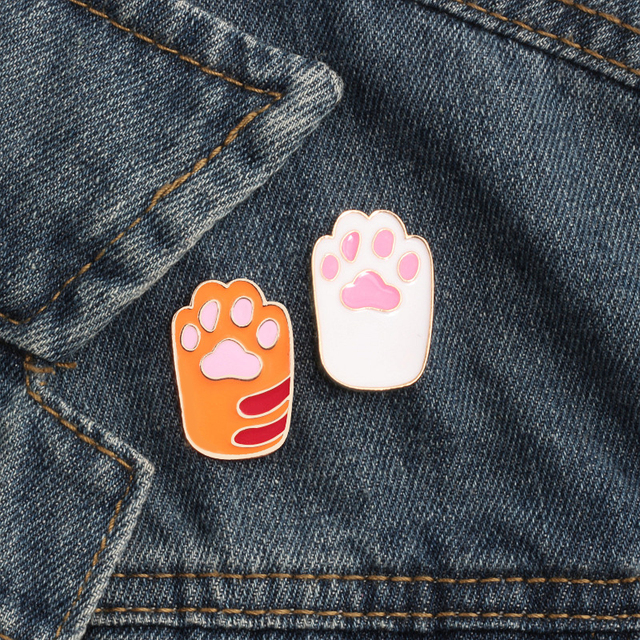Fashion Creative Cartoon Cute Cat Brooches Animal Pet Cats Dog Claw Enamel Pin Denim Hat Badge Backpack Pins Jewelry Kids Gifts