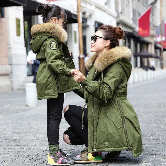 YNZZU Новых Мужчин и Детей Зимние Куртки и Пальто Мода Army Green Большой Мех Енота С Капюшоном Вниз Хлопка Мягкие Пальто YO123