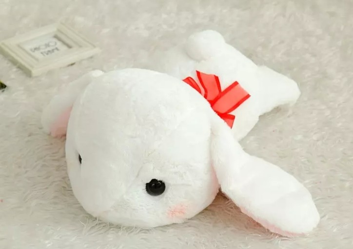 Bigger-Than-You-Think-AMUSE-Pote-Usa-Loppy-Cuddly-Bunny-Fluffy-Rabbit-Plush-Toy-Lying-Gesture (1)