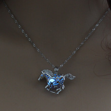 Hollow Horse Necklace – luminous