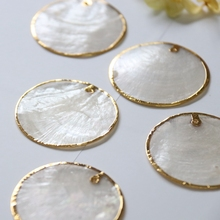 25/30/35/40MM 20Pcs 100% Gold Side Natural Mirror Shell Flat Round Shape Freshwater Shell Charms Jewelry Beads