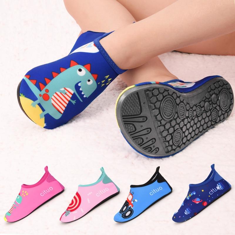 Dziecięce buty na plażę dziecięce miękkie podłogi kryty pantofel snorkeling swim skarpetki chłopcy i dziewczęta antypoślizgowe domowe boso kapcie dziecięce