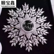 A new direct manufacturers on behalf of Ruili ladies snowflake Zircon brooch leaves round copper bottom does not fade