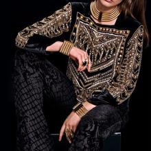 2017SS NEW LUXURY Limited Edition Black Shirt front with gold beaded Embellished Square Neck Long sleeved Back zipper