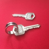 The Key Gimmick And Online Instruction Silver Magic Tricks Link Object Key Magie Magician Close Up