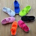 2016 crianças Multi-colorido sapatilhas sandálias meninas estudantes doce cor meninas Malha oco plano sneakers Meninos e crianças sandálias