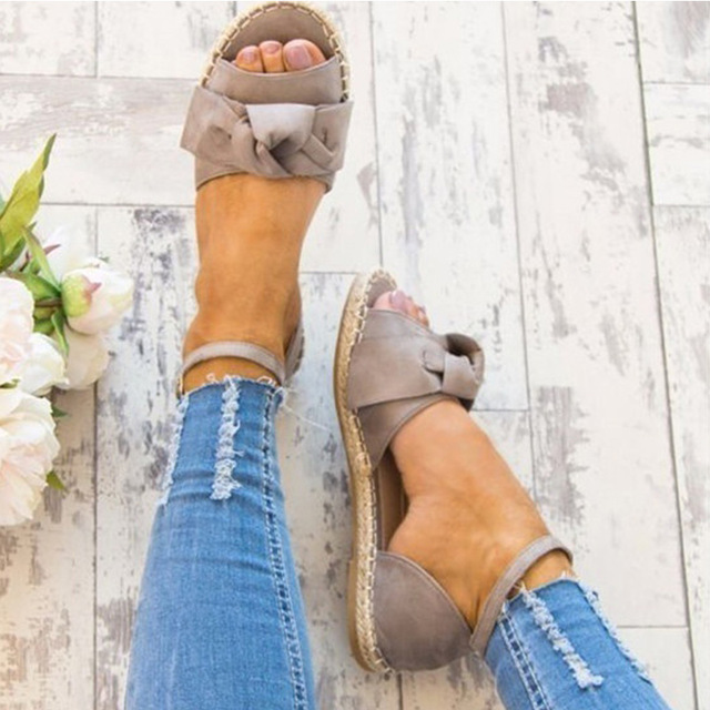 Женские босоножки Большие размеры 35–43 плоские сандалии мода бантом Летние женские туфли открытый носок повседневная обувь Туфли с ремешком и пряжкой Sandales Femme