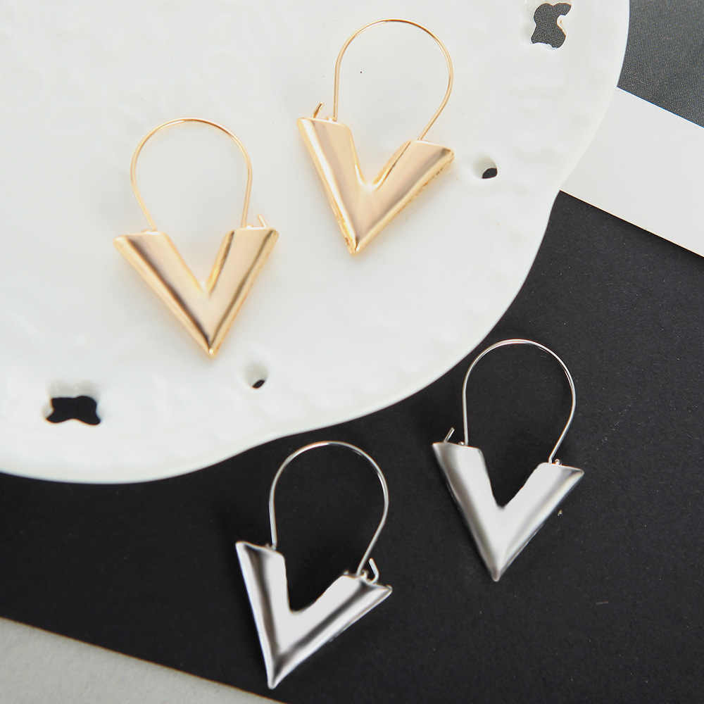 2018 Hot Charm Fashion Earrings For Women Gold Silver Color Brand V Letter Triangle Statement Dangle Earrings Ladies Jewelry