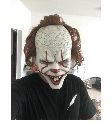 94d0007a8186 Posiziona il mouse sopra per ingrandire. Stephen King s Maschera Pennywise  Horror Clown Joker Maschera Da Clown Maschera di Halloween Cosplay Costume  ...