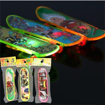 Mini Plastic Fingerboard Professional finger electronic skateboard for kids novelty items Toy Finger master Skate