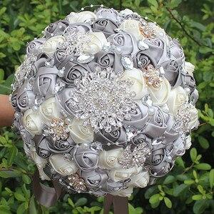 Silve szary kość słoniowa wstążkowa róża panna młoda trzyma kwiaty bukiet ślubny wysokiej klasy perła diamentowa zroszony rzut broszka bukiet PL001-4