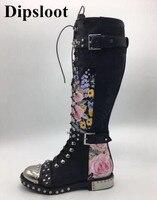 Dipsloot пикантные Заклёпки и металла круглый носок украшенные женские мотоботы женские с боковой молнией сапоги до колена квадратный каблук С