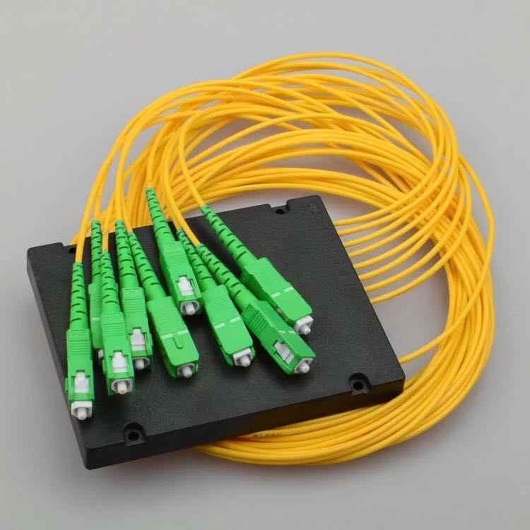 ABS SC APC 1x8 1 متر 2.0 مللي متر PLC الفاصل البصري 1x8 ABS صندوق FTTH SC APC PLC الفاصل