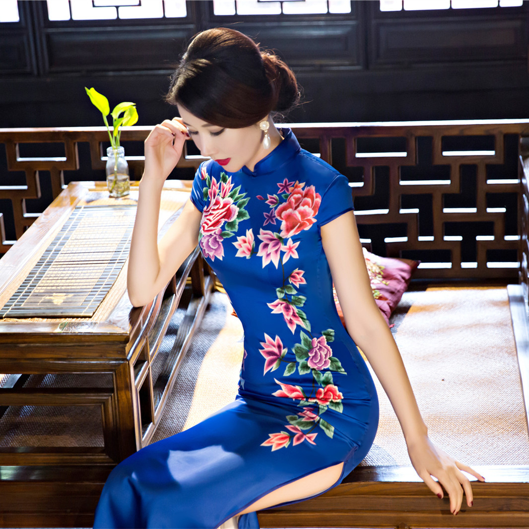 women long qipao long sleeve  traditional chinese dress plus size red blue silk with embroidery cotton cheongsam dress