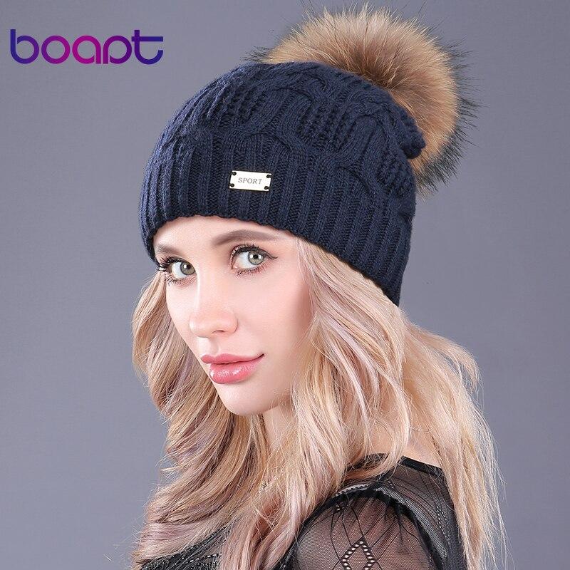 [Boapt] Doppel Schicht Gestrickte Wolle Echt Waschbären Pelz Pompon Hüte Weibliche Winter Braid Damen Kappe Kopfbedeckungen Für Frauen skullies Beanies