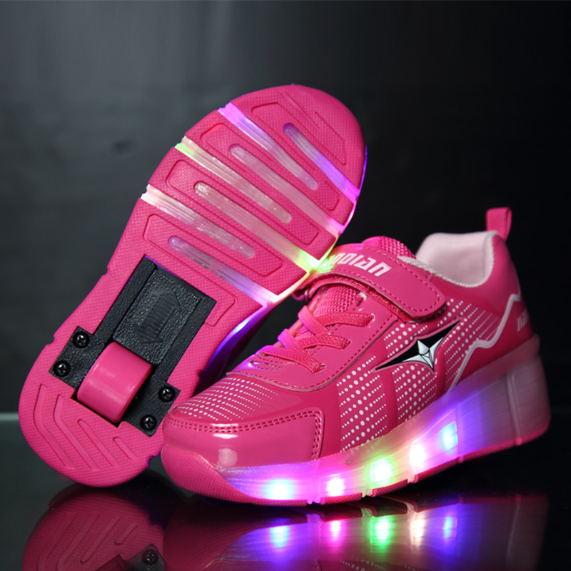 ФОТО High Quality Popular Boys Girls Glowing Sneakers with Wheels Kids LED Light Up Roller Skate Shoes Sport tenis de rodinha