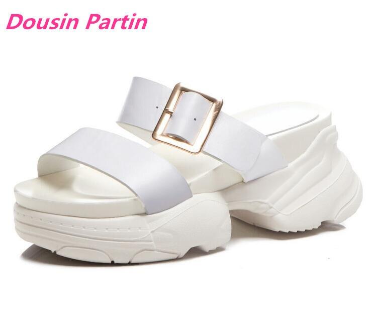 Dousin Partin 女性サンダル牛革バックルラウンド開いた中空夏ビーチ厚い底の靴  グループ上の 靴 からの ミドルヒール の中 1