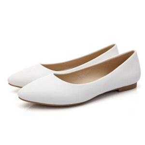 Image 2 - YALNN 2019 Neue Frauen Schuhe Flache Leder Plattform Heels Schuhe Weiß Frauen Spitz Leder Mädchen Wohnungen Schuhe