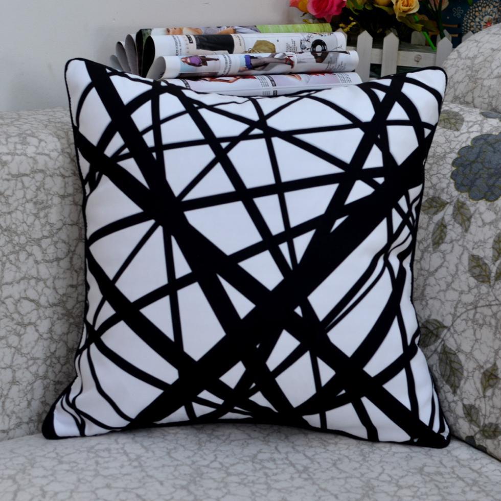 """18 * 18 """"moderní černá bílá abstraktní geometrie vrhací polštář"""