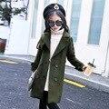 La moda de lana y mezclas para la muchacha 2017 nuevos niños del estilo militar abrigo largo abrigo chica de manga larga de moda girls clothing