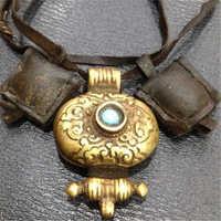 TGB240 Tibetan Old Brass Golden Oval Prayer Box Tibet Antiqued Pendant Necklace