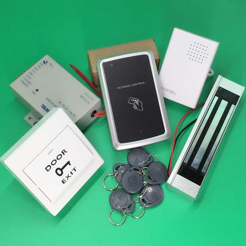 Kit de système de contrôle d'accès RFID ensemble de porte en verre + serrure magnétique 300LBS + clé de carte d'identité + fournisseur d'alimentation + bouton de sortie + sonnette