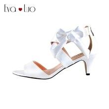 CHS640/DHL; белые атласные модельные босоножки на низком каблуке с бантом; Свадебная обувь для невесты; модельные босоножки; женская обувь под заказ
