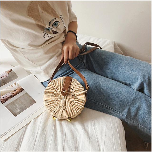 DUSUN Summer Bohemian Bali Hand-woven Round Straw Bag Women Rattan Package Vintage Tassel Kintted Bucket Bag Beach Messenger Bag