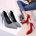 2017 Mulher Sapatos de Camurça de Salto Alto Mulheres Bombas Sapatos rebite das Mulheres Apontou sapatos De Casamento zapatos mujer sapatos femininos