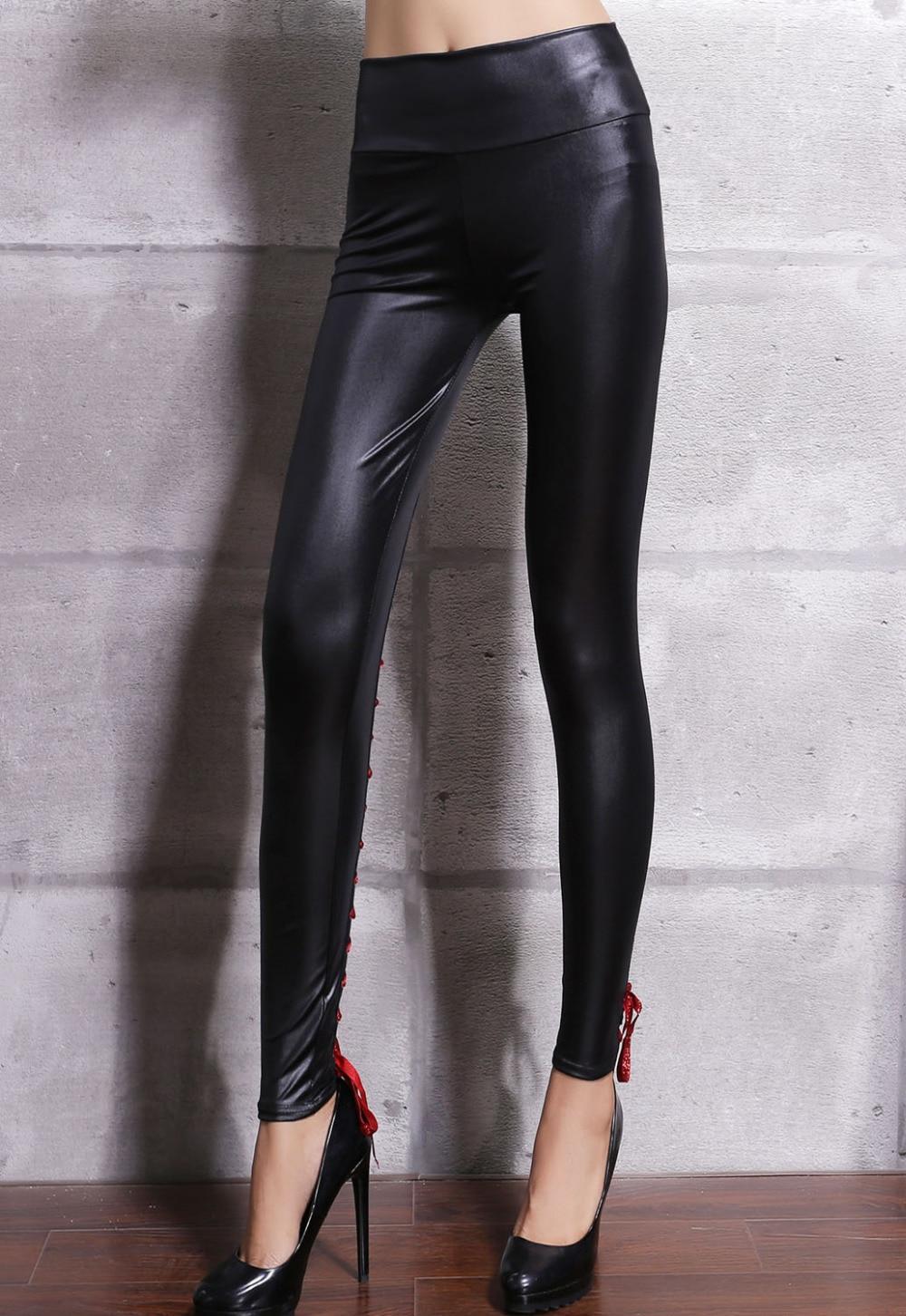 Eno usne izpuščene nogavice iz umetnega usnja, rdeče / črne / - Ženska oblačila - Fotografija 4