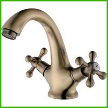 Copper  Classic Brand New  Basin Faucet with Dual Handle Vanity Faucet Hot Cold Water Tapware