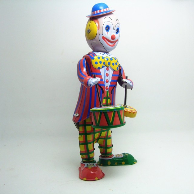 [Funny] Classic collection Retro Clockwork Wind up Metal Walking Tin Toy Drumming Clown drummer Robot Mechanical toys kids gift