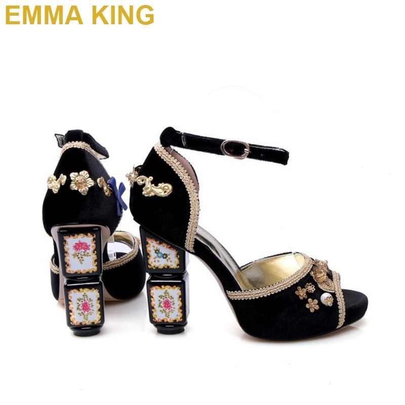 Hakiki deri zarif kadife toka askı kadın yaz sandalet burnu açık çiçek süslenmiş tıknaz yüksek topuklu düğün ayakkabı