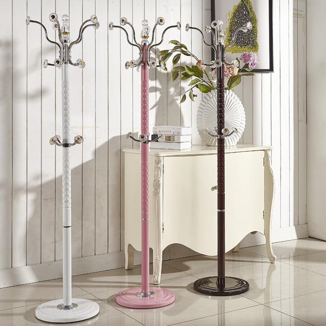 Criativo estilo Europeu simples quarto piso cabides de roupas prateleiras de aço inoxidável cabides de Ferro sala de estar