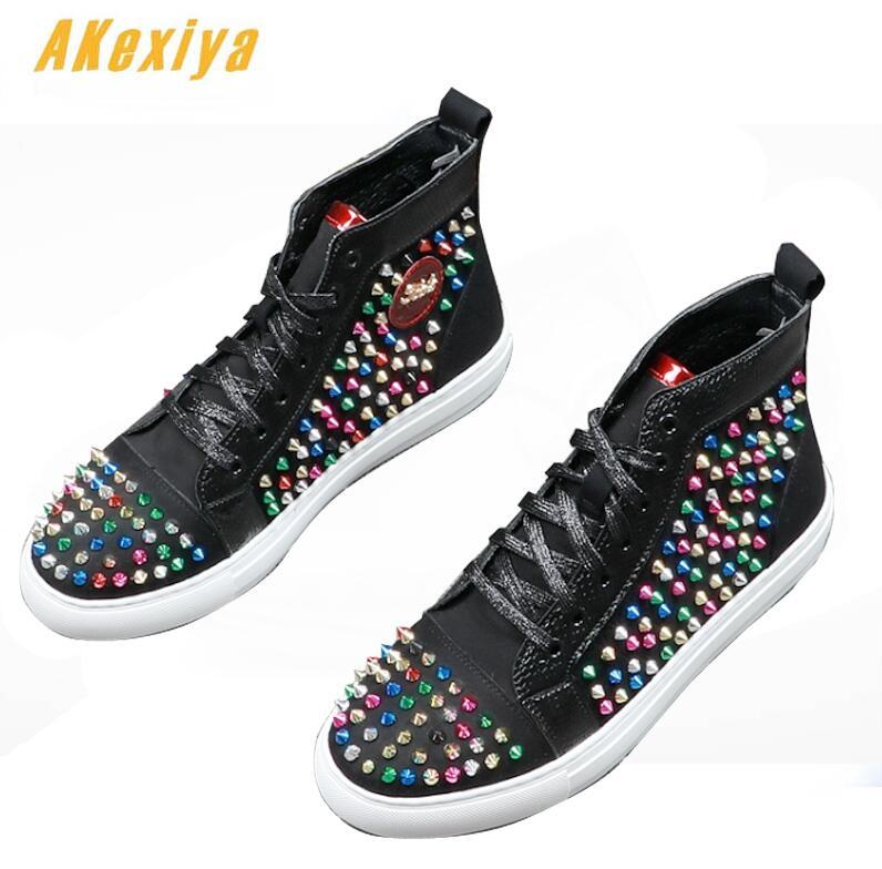 Ayakk.'ten Erkek Rahat Ayakkabılar'de Moda erkek Tasarımcı sokak Punk hip hop renk perçinler rhinesto Loafer'lar Casual Flats Ayakkabı Erkek Elbise Düğün Balo ayakkabı'da  Grup 1