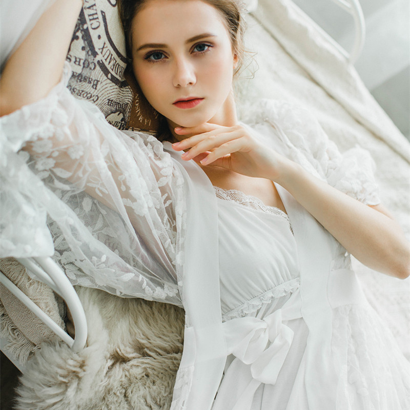 ab34d54c9 Aliexpress.com  Compre Mulheres Robe de Renda Sleepwear Camisola Robe Robe  de Renda Elegante do vintage Noiva Veste Ternos de confiança Veste    Vestido ...
