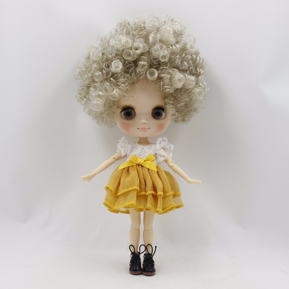 Middie Blythe Doll with Grey Hair, Tilting-Head & Jointed Body 1