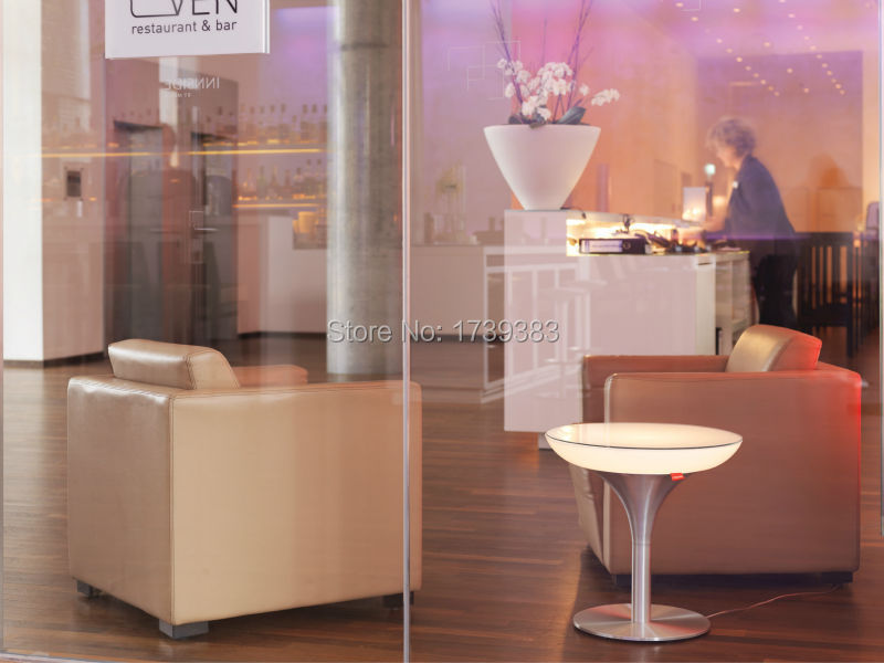 new0414_30-01-50-lounge-s-white-reception-72dpi