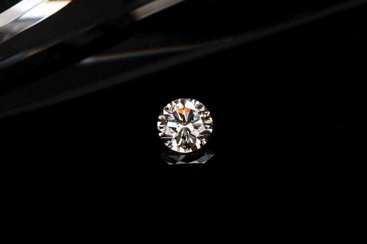 Los diamantes sintéticos suelto 0.6ct genuino suelto piedra moissanita certificado 5,5mm VV1 claridad CHARLES y COLVAR pasar la prueba de lápiz